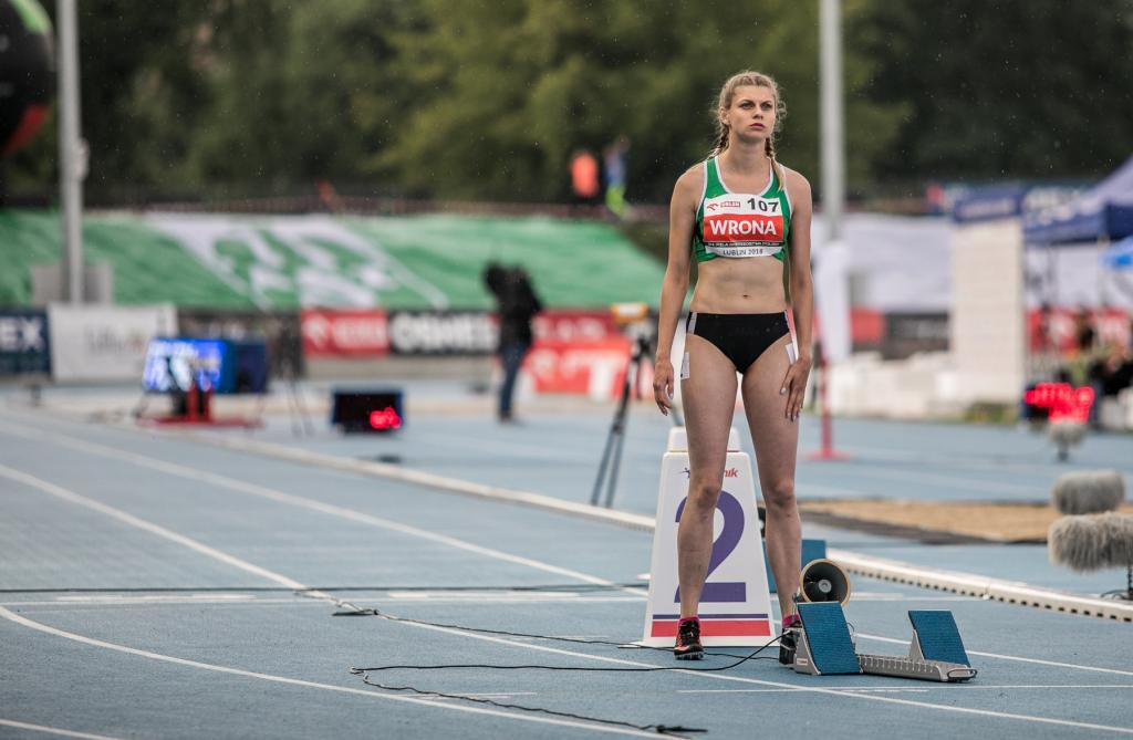 Alicja Wrona z medalem podczas Mistrzostw Polski