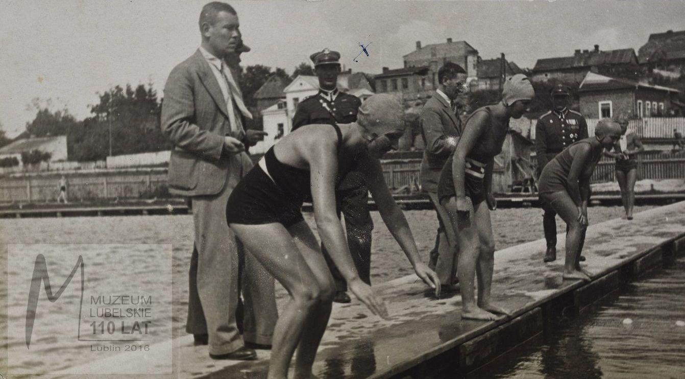 Pierwsze powojenne zawody pływackie